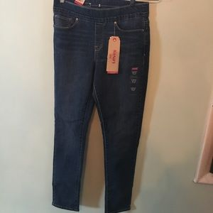 Levi's perfectly slimming skinny jeans size 8 NEW